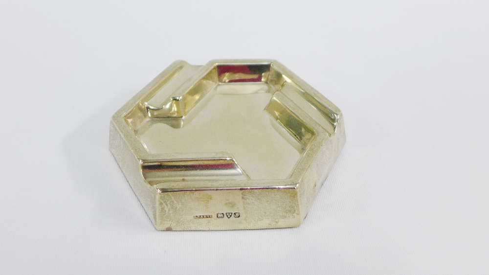 Lot 11 - George V silver ashtray, Chester 1927, 10cm