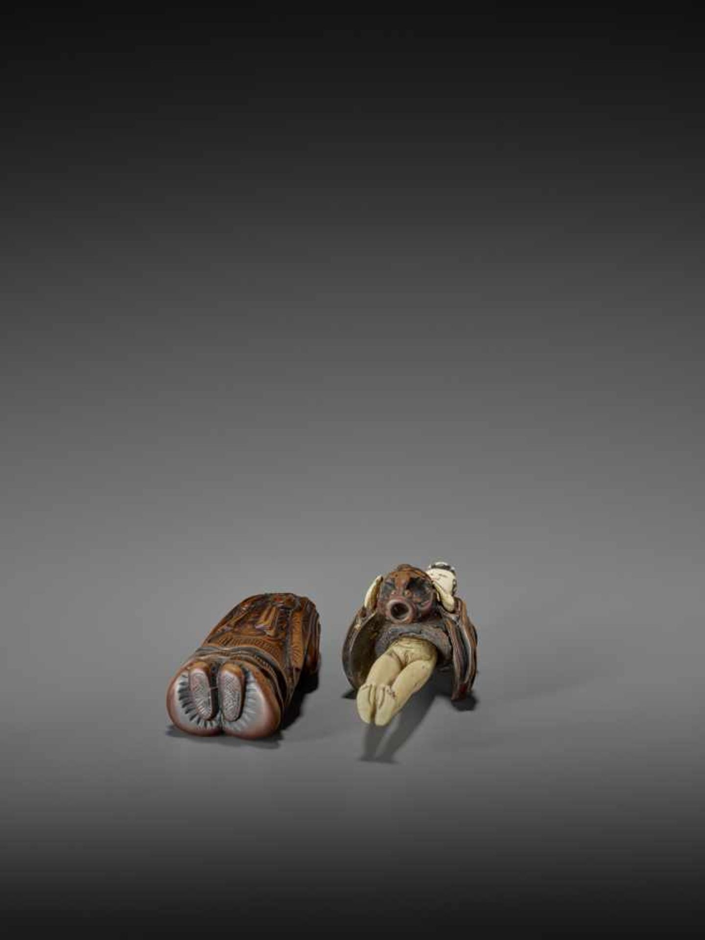 AN IMPORTANT WOOD AND IVORY SHUNGA NETSUKE OF A CHINESE LADY WITH SHISHI CENSER ATTRIBUTED TO - Image 10 of 12