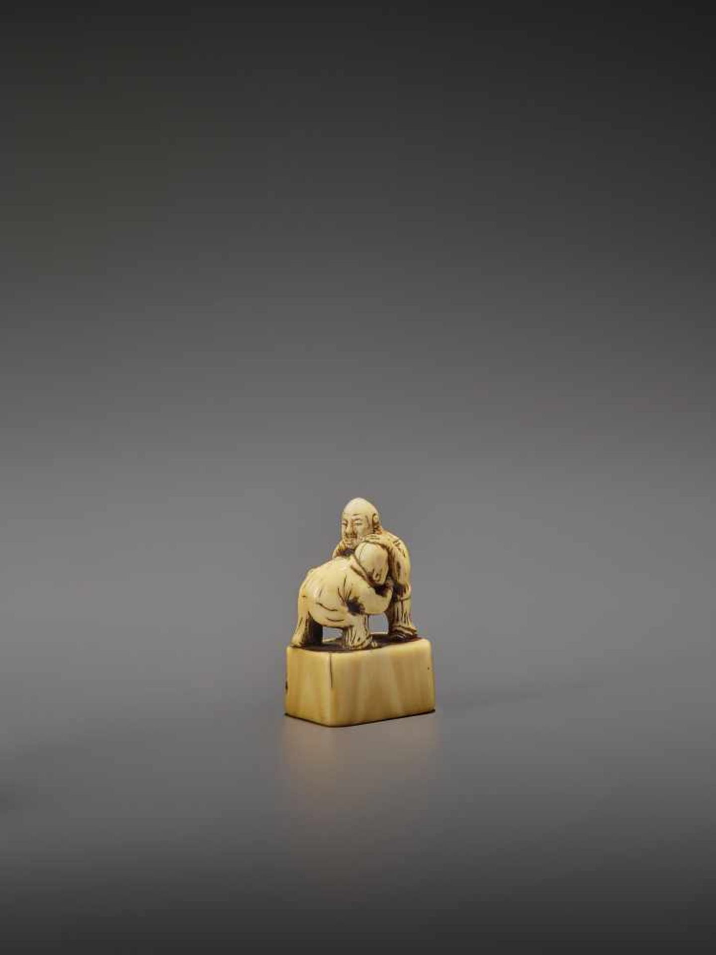 AN EARLY IVORY NETSUKE OF TWO CHINESE WRESTLERS UnsignedJapan, early 18th century, Edo period ( - Image 8 of 9
