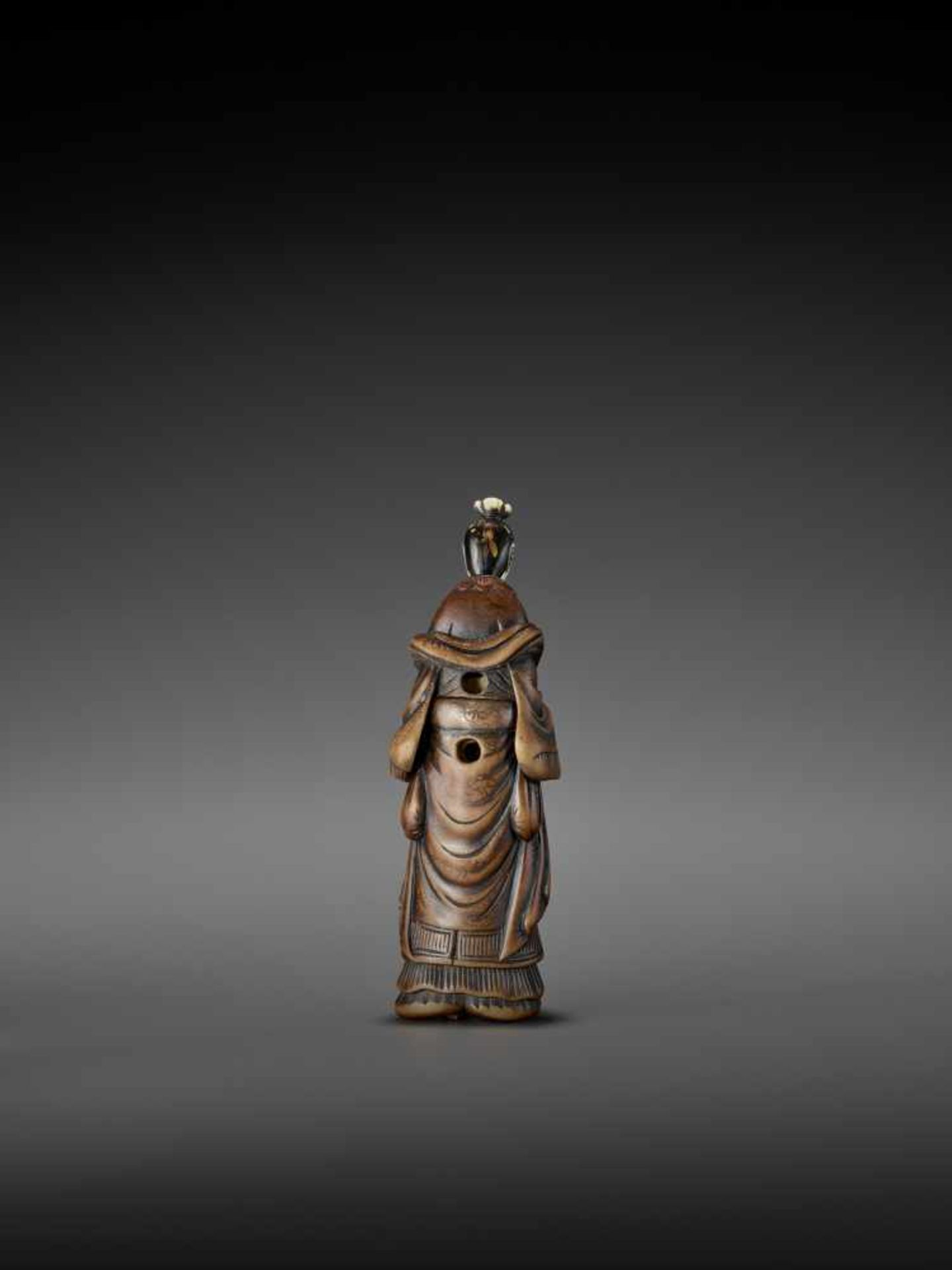 AN IMPORTANT WOOD AND IVORY SHUNGA NETSUKE OF A CHINESE LADY WITH SHISHI CENSER ATTRIBUTED TO - Image 4 of 12