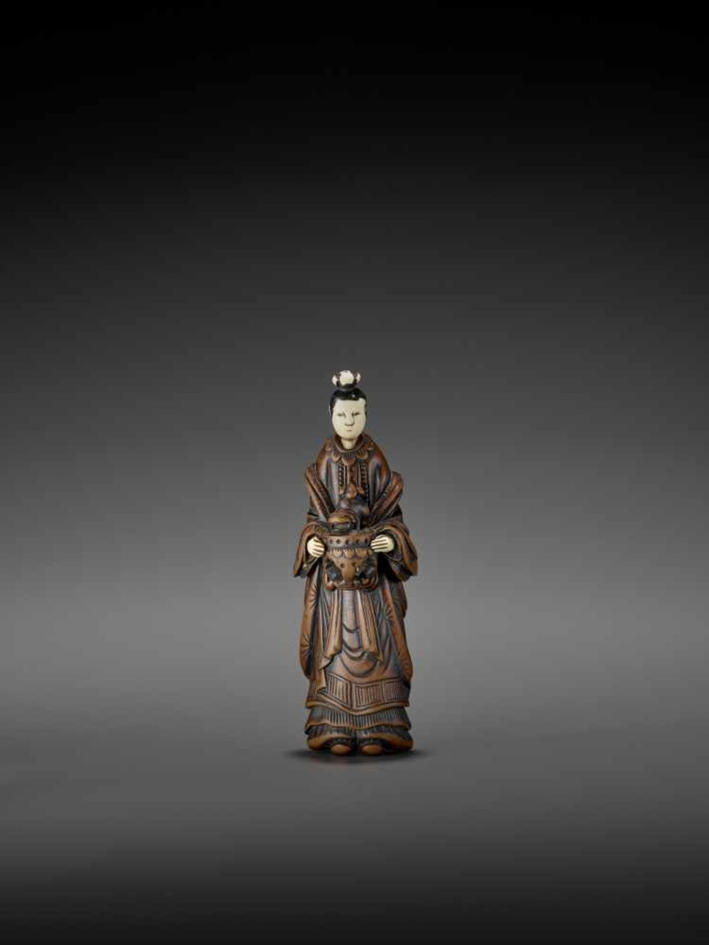 AN IMPORTANT WOOD AND IVORY SHUNGA NETSUKE OF A CHINESE LADY WITH SHISHI CENSER ATTRIBUTED TO - Image 5 of 12
