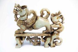 Chinesische Jade-Figur eines Doppel-Drachensca. 12 x 11 x 3 cmProvenienz: Privatsammlung Zürich.A