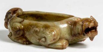 Chinesisches Jade-Ritualgefäss in Form eines Fabeltierslaut Angabe Günter Venzke: Song bis Yuan-