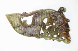 Chinesischer Jade-Drachenca. 26,5 x 14 x 0,7 cmProvenienz: Privatsammlung Zürich.Chinese Jade-