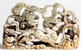 Chinesischer Jade Drachen23 x 14 x 3,5 cmProvenienz: Privatsammlung Zürich.Chinese Jade Dragon, 23 x