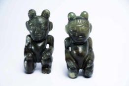 Chinesisches Figurenpaar aus Jadeje ca. 12,5 cm hochProvenienz: Privatsammlung Zürich.A Chinese Jade