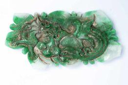 Chinesisches Jade-Relief mit Drachen und Phönixca. 15,5 x 8 x 1 cmProvenienz: Privatsammlung
