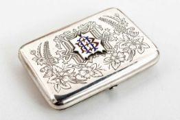 Zigaretten-Etui mit floralem Dekor Russland, Silber (126g), Moskau 1894 Meister: wohl Ivan