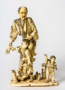 Farmer with 2 children, Japan, ivory carving, signed, probably around 1900, height: ca 26cm //