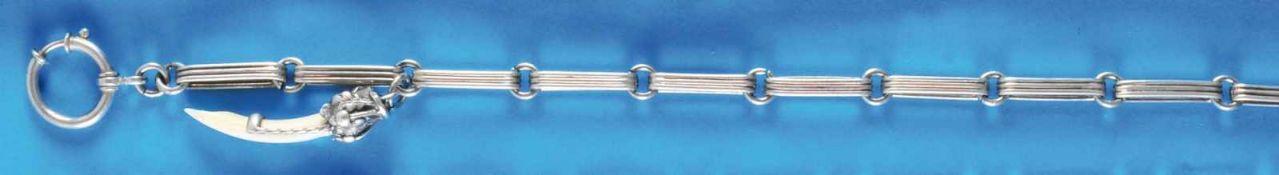 Silver pocket watch chainSilberne Taschenuhrkette mit Zahn-Anhänger (4990, L = 33 cm 100