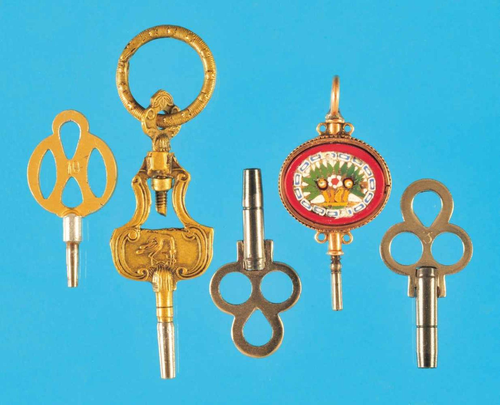 Bundle with 5 pocketwatch-keysKonvolut mi 5 Taschenuhr-Schlüsseln, darunter ein 14-ct.-Mikro–
