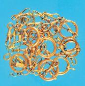 Bundle with chainhooks and snaphooksKonvolut mit Kettenhaken und Karabinern, meist vergoldet (6125)