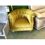 Lot 83 - GREEN BUTTON BACK TUB CHAIR (BROKEN FOOT)(WM24-8)