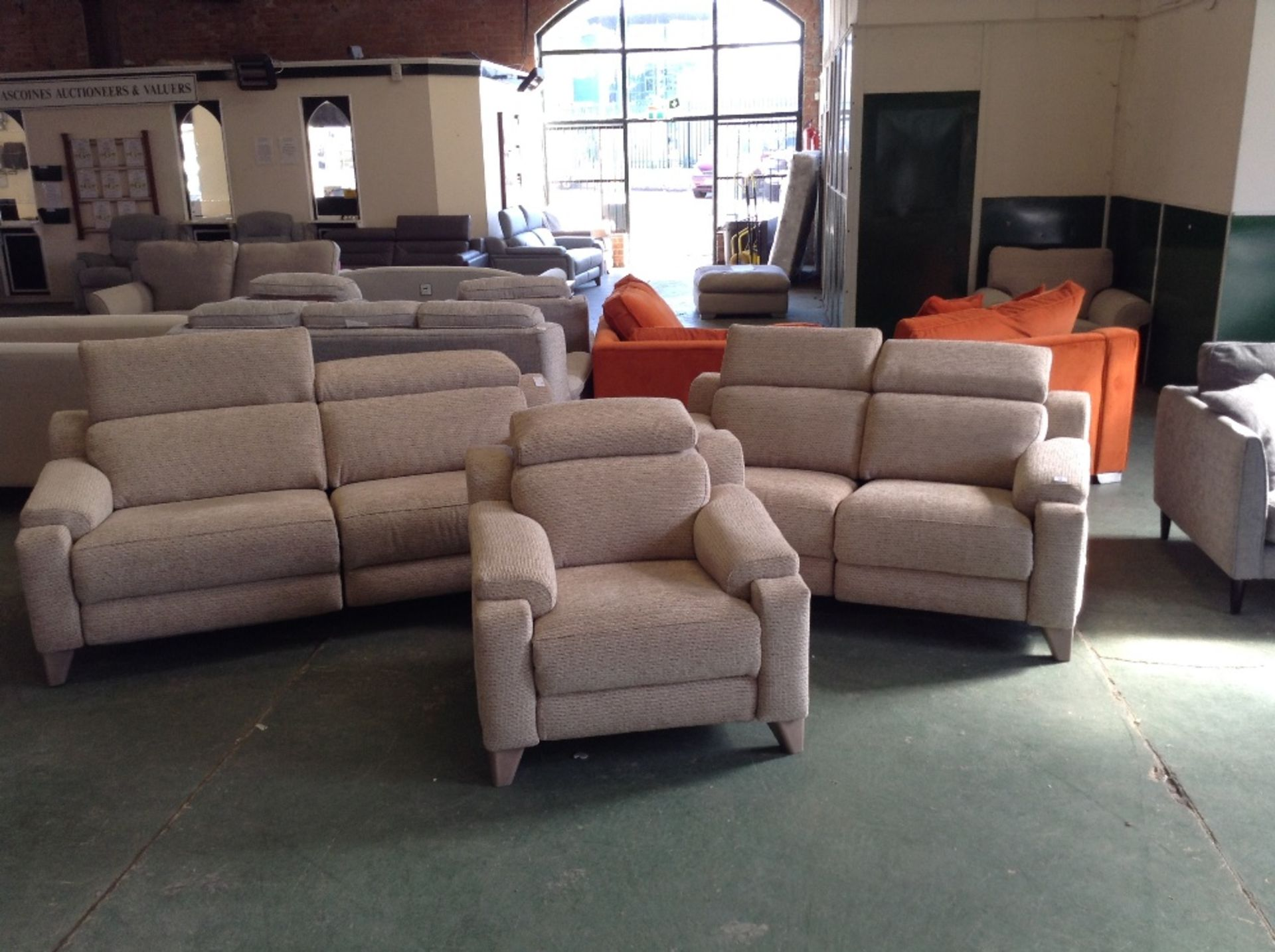 Lot 18 - BISCUIT ELECTRIC RECLINING 3 SEATER SOFA 2 SEATER