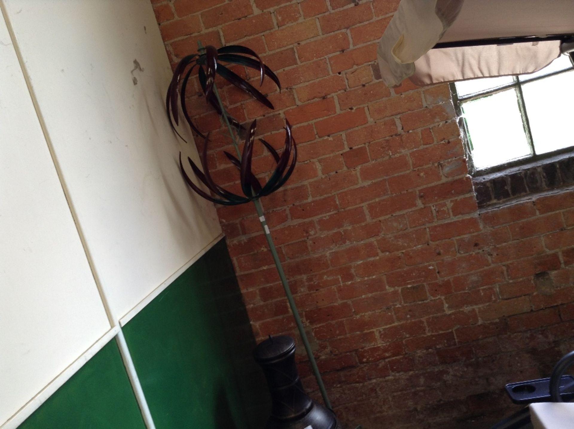 Lot 73 - Kampen Living Raina Wind Spinner (KAML2285 - 12425/7)