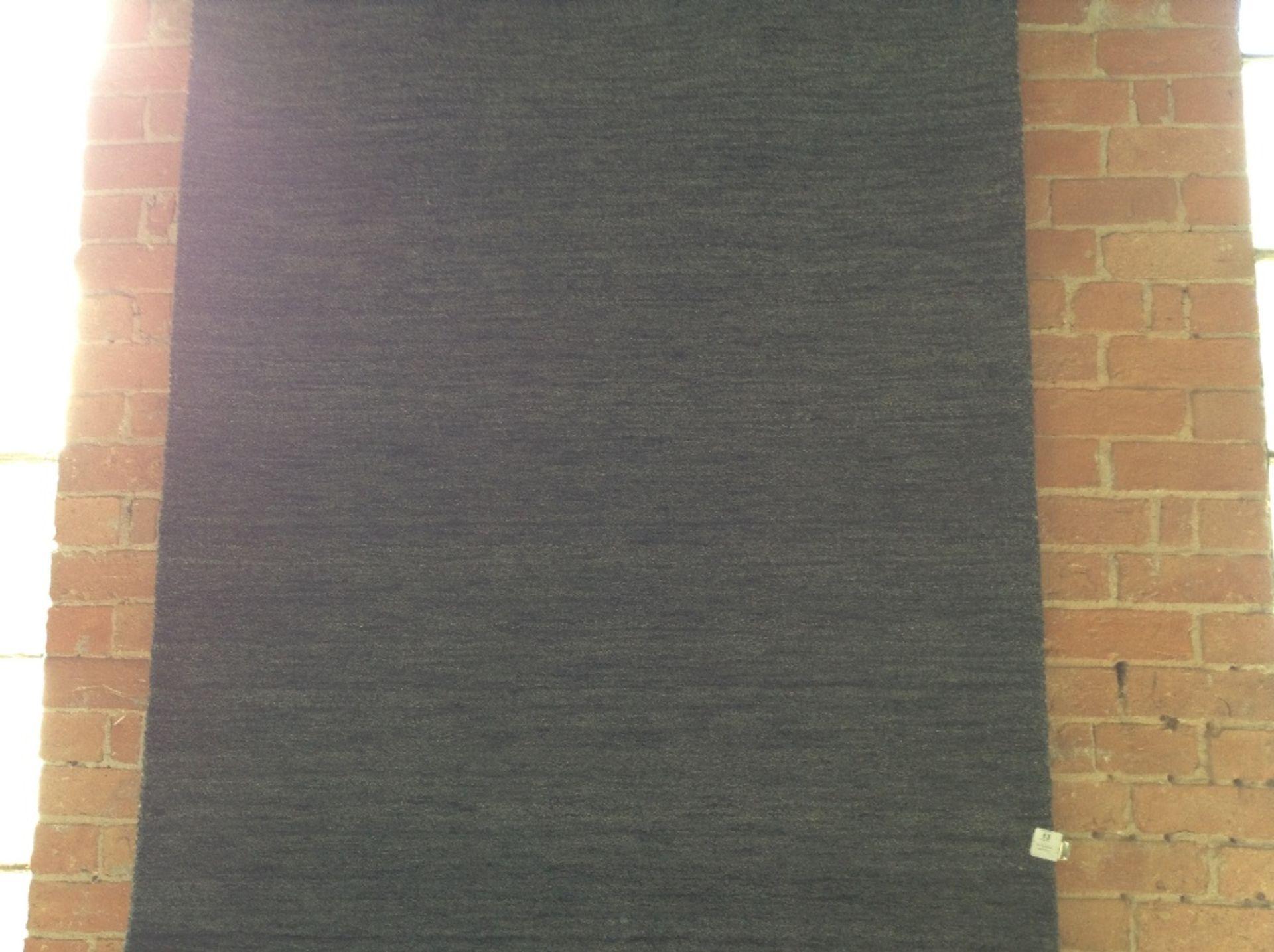 Lot 13 - Theko Handgefertigter Teppich Harmony in Anthrazit