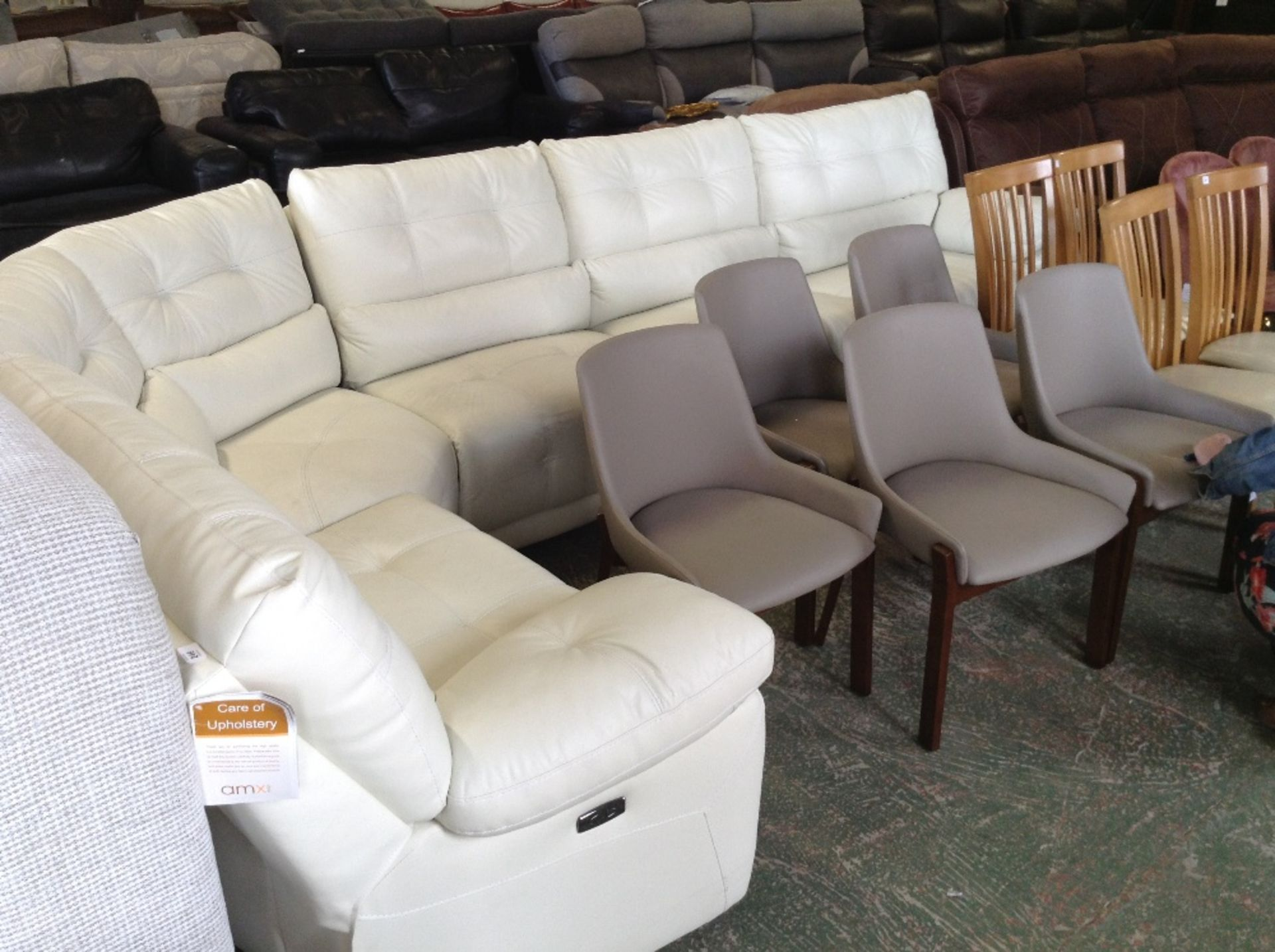 Lot 246 - CREAM LEATHER ELECTRIC RECLINING 5 PART CORNER GRO