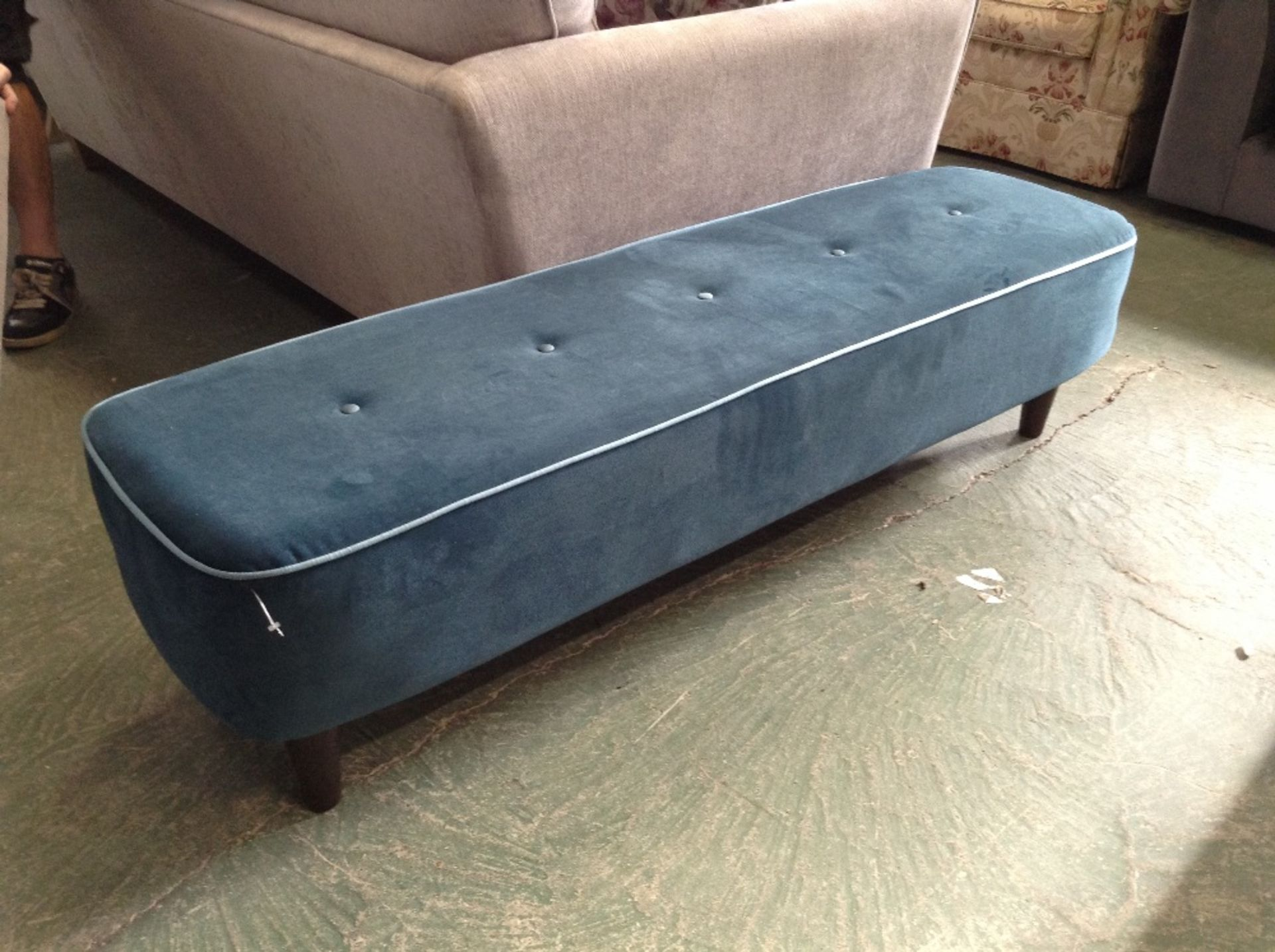 Lotto 43 - BLUE LARGE FOOTSTOOL