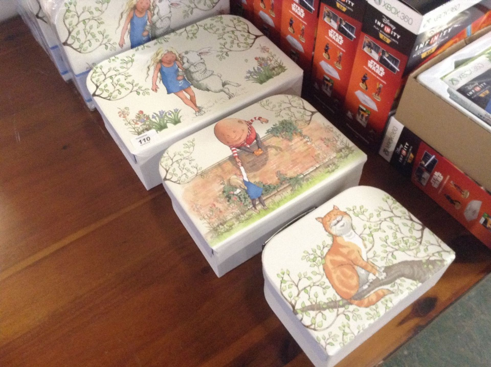 Lotto 110 - SET OF 3 ALICE IN WONDERLAND STORAGE BOXES