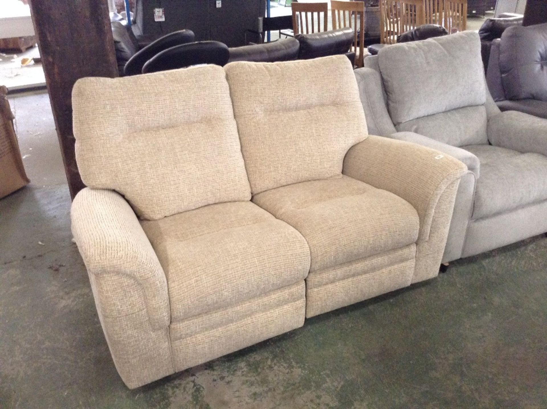 Lotto 154 - BISCUIT HIGH BACK ELECTRIC RECLINING 2 SEATER SOFA