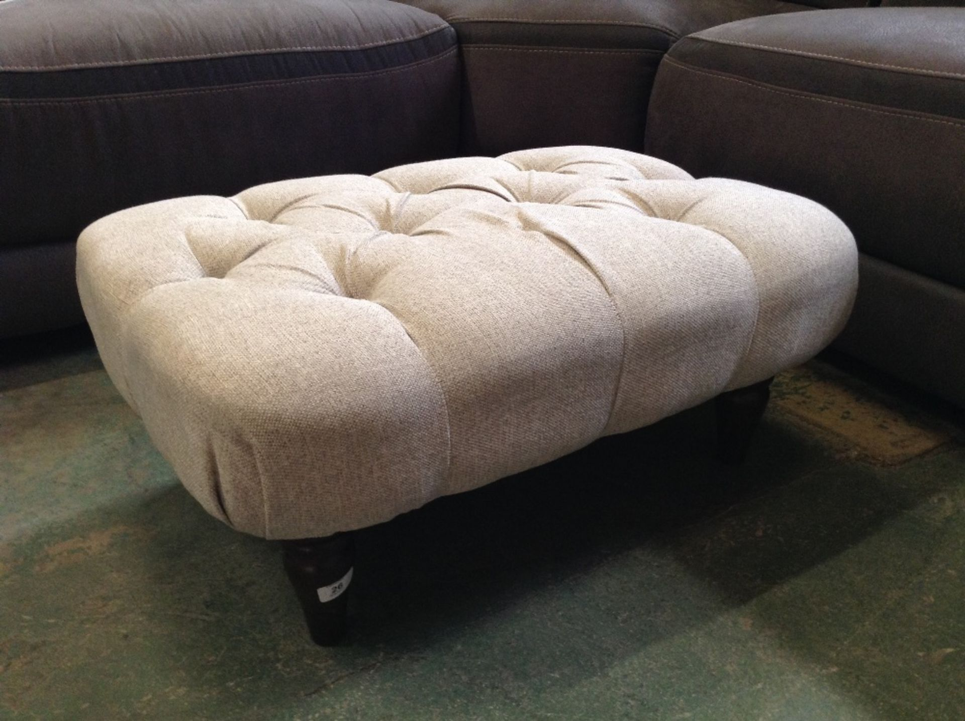 Lotto 26 - BISCUIT PATTERNED FOOTSTOOL (MISSING BUTTON ON TOP
