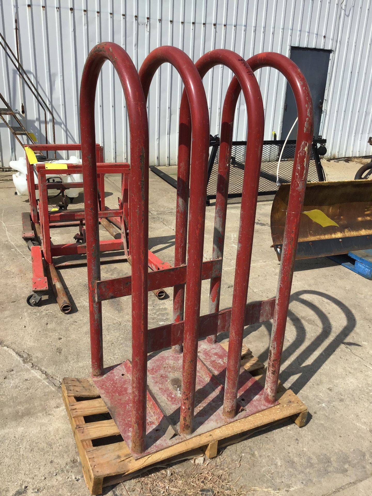 Lot 32 - TIRE CAGE