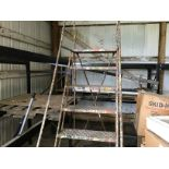 Lot 9 - 8-STEP LADDER