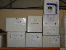 Lot to Contain 10 Assorted Lighting items to Include 1 Doublet Single Light Wall Light, 1 Doublet