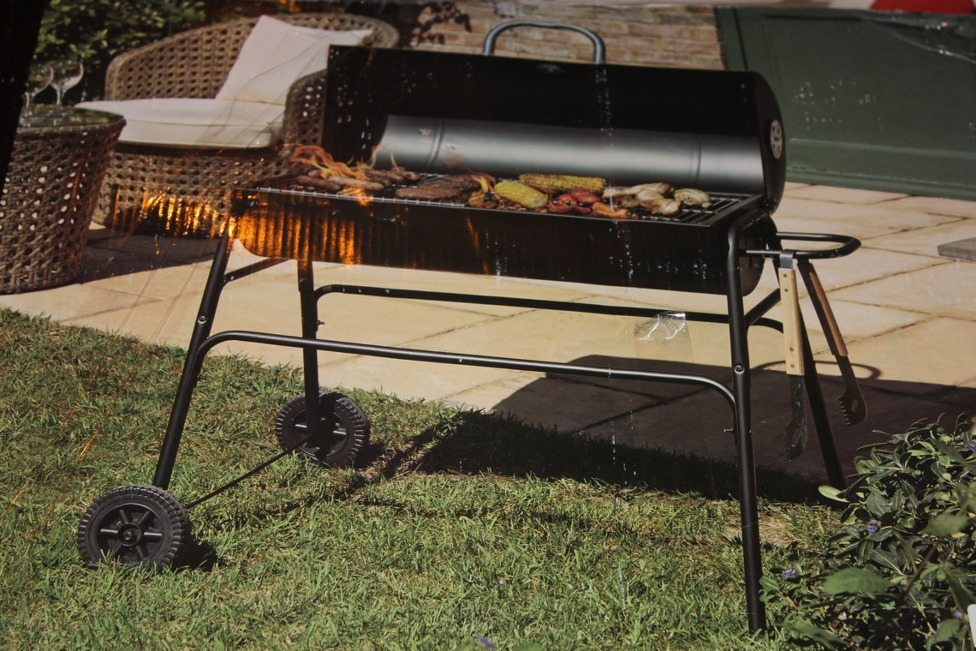Lot 39 - Boxed Expert Grill 75cm Barrel Grill RRP £120 (Public Viewing and Appraisals Available)