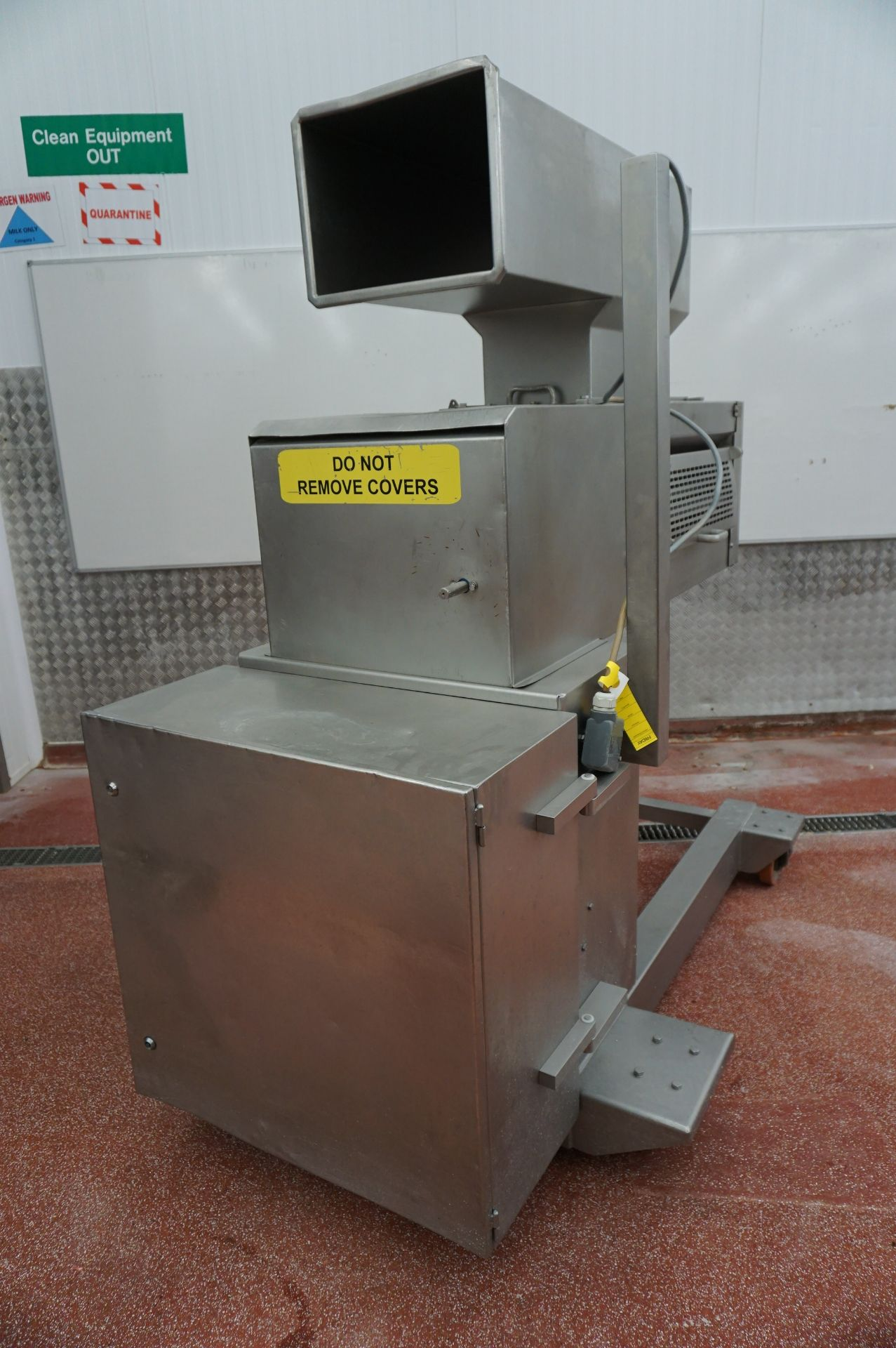 Lot 10 - Unbadged mobile 3 roll pastry extruder with infeed station