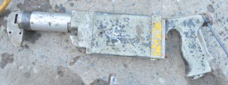 Pnuematic sheet metal nibbler 5009595
