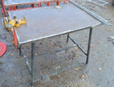 Collapsible steel site bench c/w pipe vice