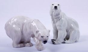 2 Eisbären, Royal Copenhagen/Wagner & Apel, 20.Jh., 1x schreitend, 1x sitzend, Porzellan, sparsam
