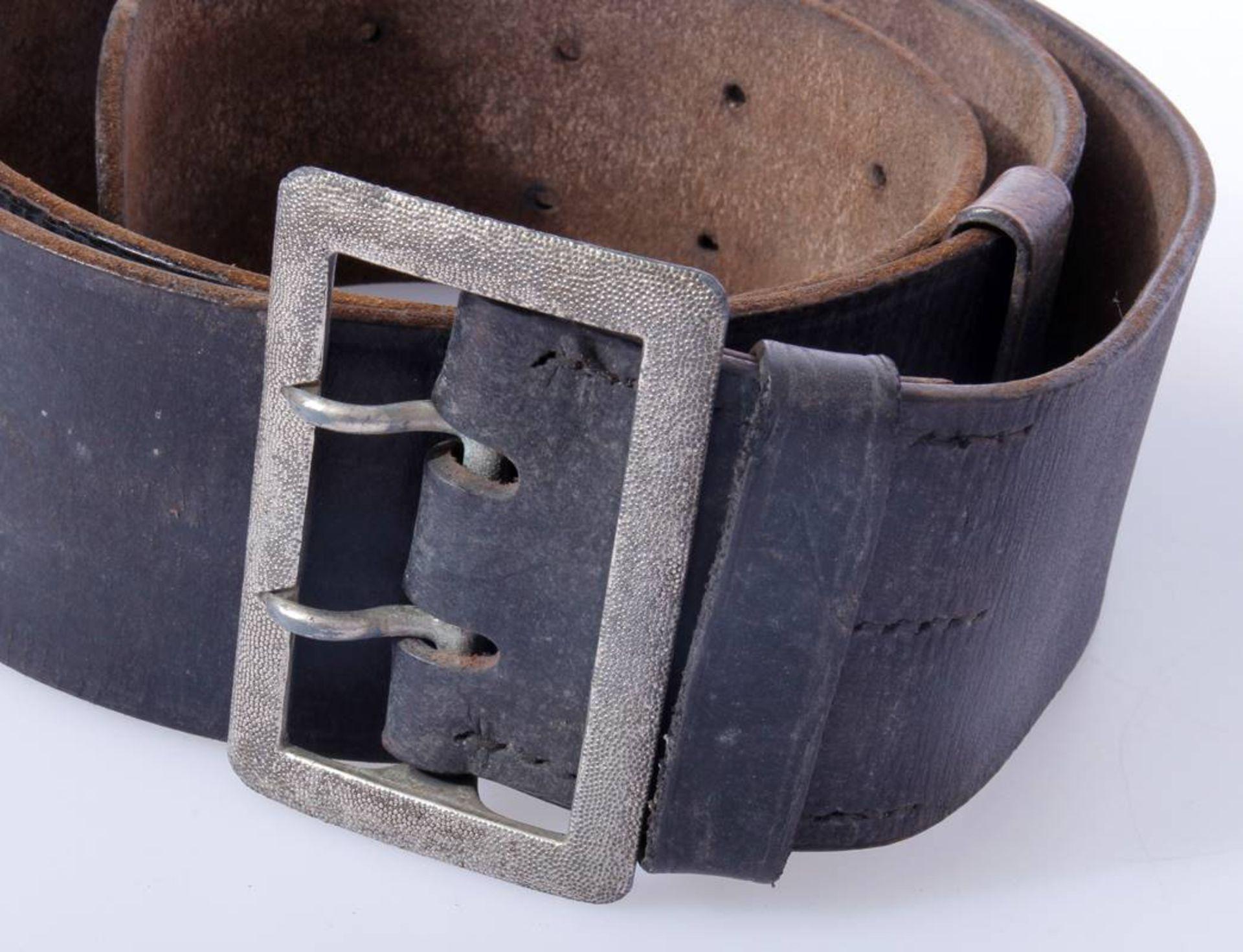 2 x Koppel für Offiziere der Wehrmacht2 x Koppel für Offiziere mit Aluminium Schließen, Leder - Bild 3 aus 7