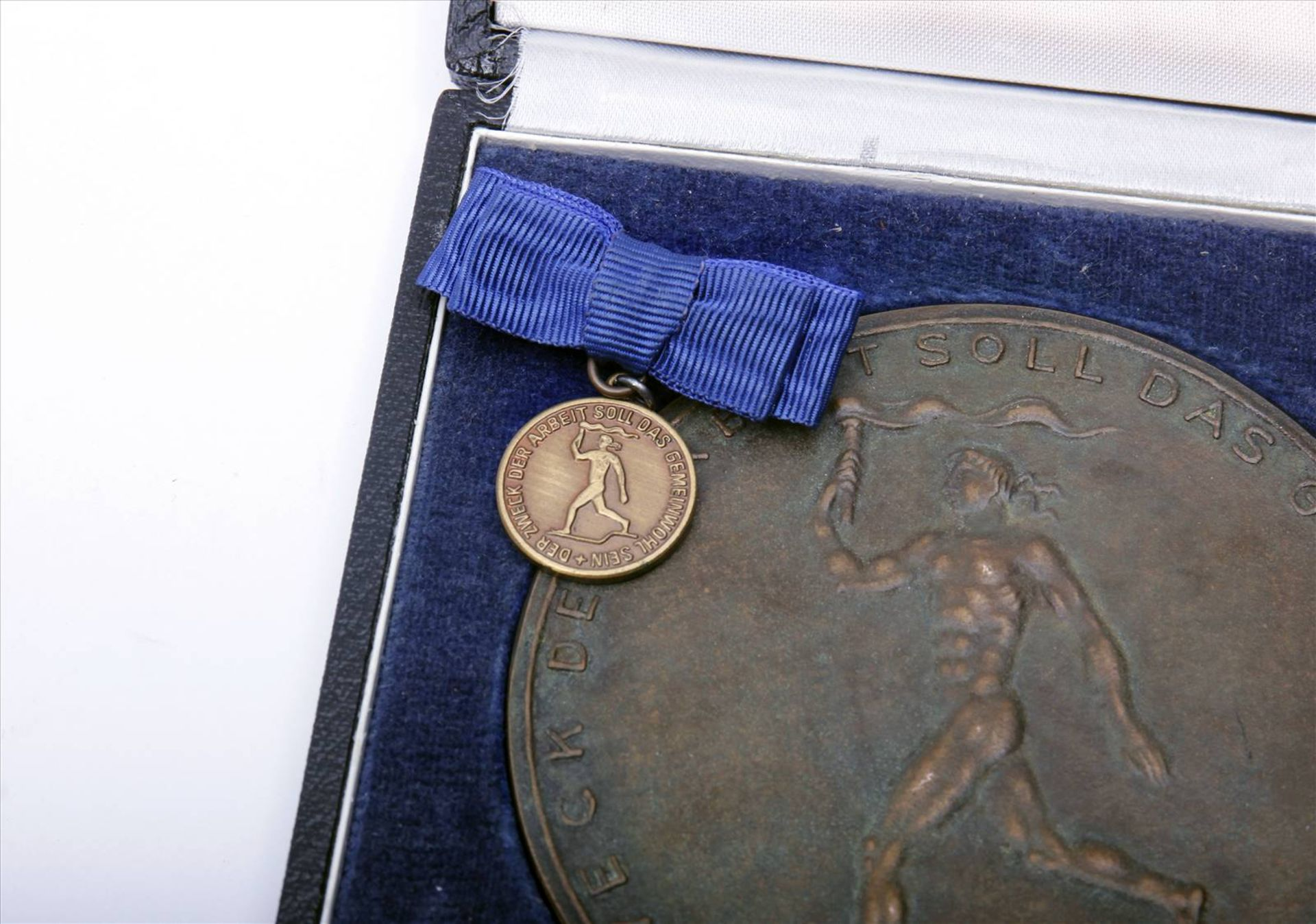 """Medaille """"Für Verdienste um die Technik""""Abzeichen mit Miniatur im Etui. Medaille Durchmesser 90 - Bild 5 aus 7"""