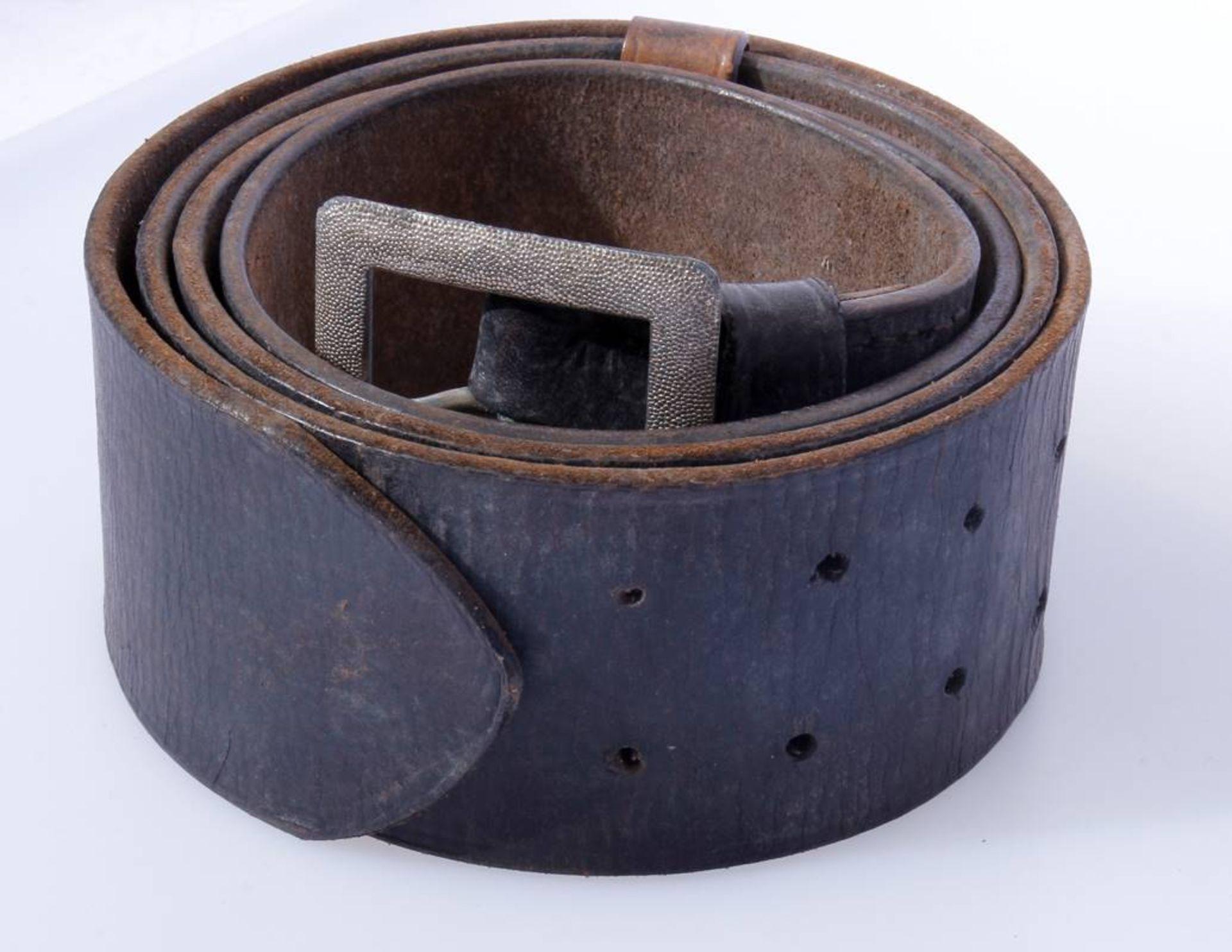 2 x Koppel für Offiziere der Wehrmacht2 x Koppel für Offiziere mit Aluminium Schließen, Leder - Bild 2 aus 7