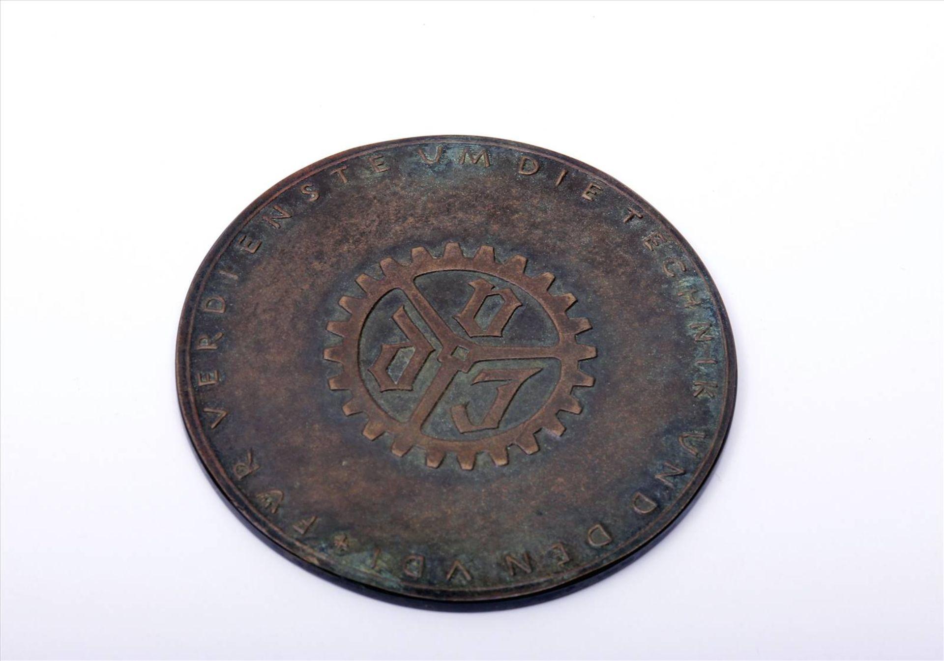"""Medaille """"Für Verdienste um die Technik""""Abzeichen mit Miniatur im Etui. Medaille Durchmesser 90 - Bild 4 aus 7"""