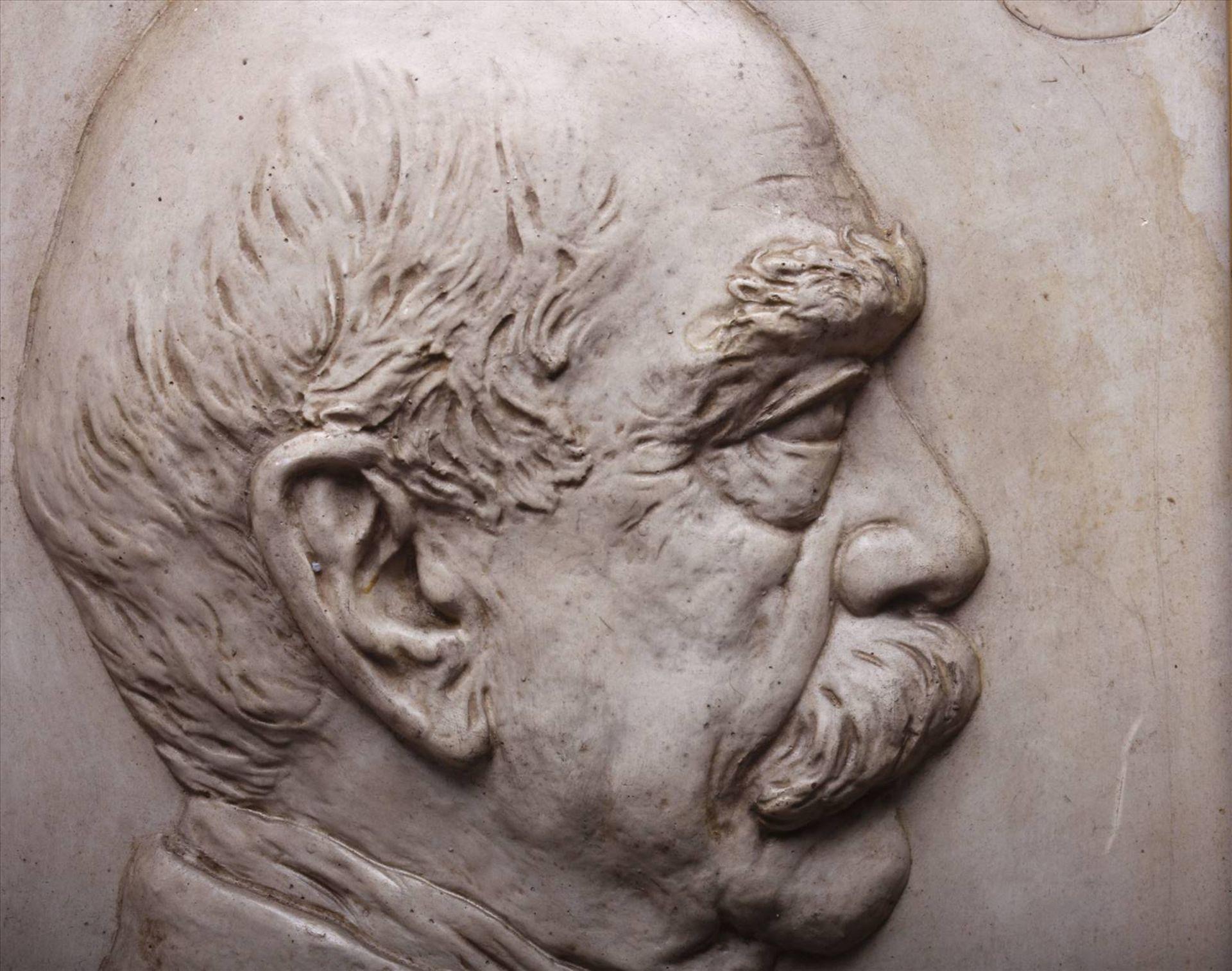 """Arthur Winkler, Gipsrelief, 1895, """"Bismarck"""", unten mittig sign., dat. und bez. """"Bismarck"""", grüner - Bild 3 aus 7"""