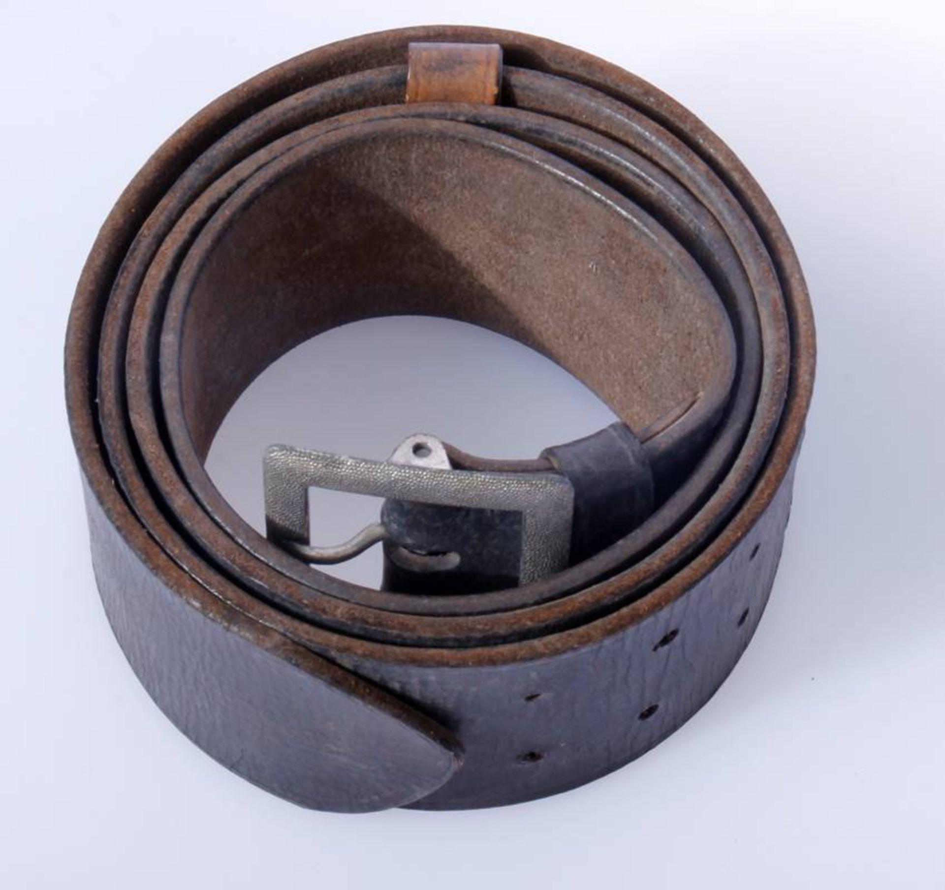 2 x Koppel für Offiziere der Wehrmacht2 x Koppel für Offiziere mit Aluminium Schließen, Leder