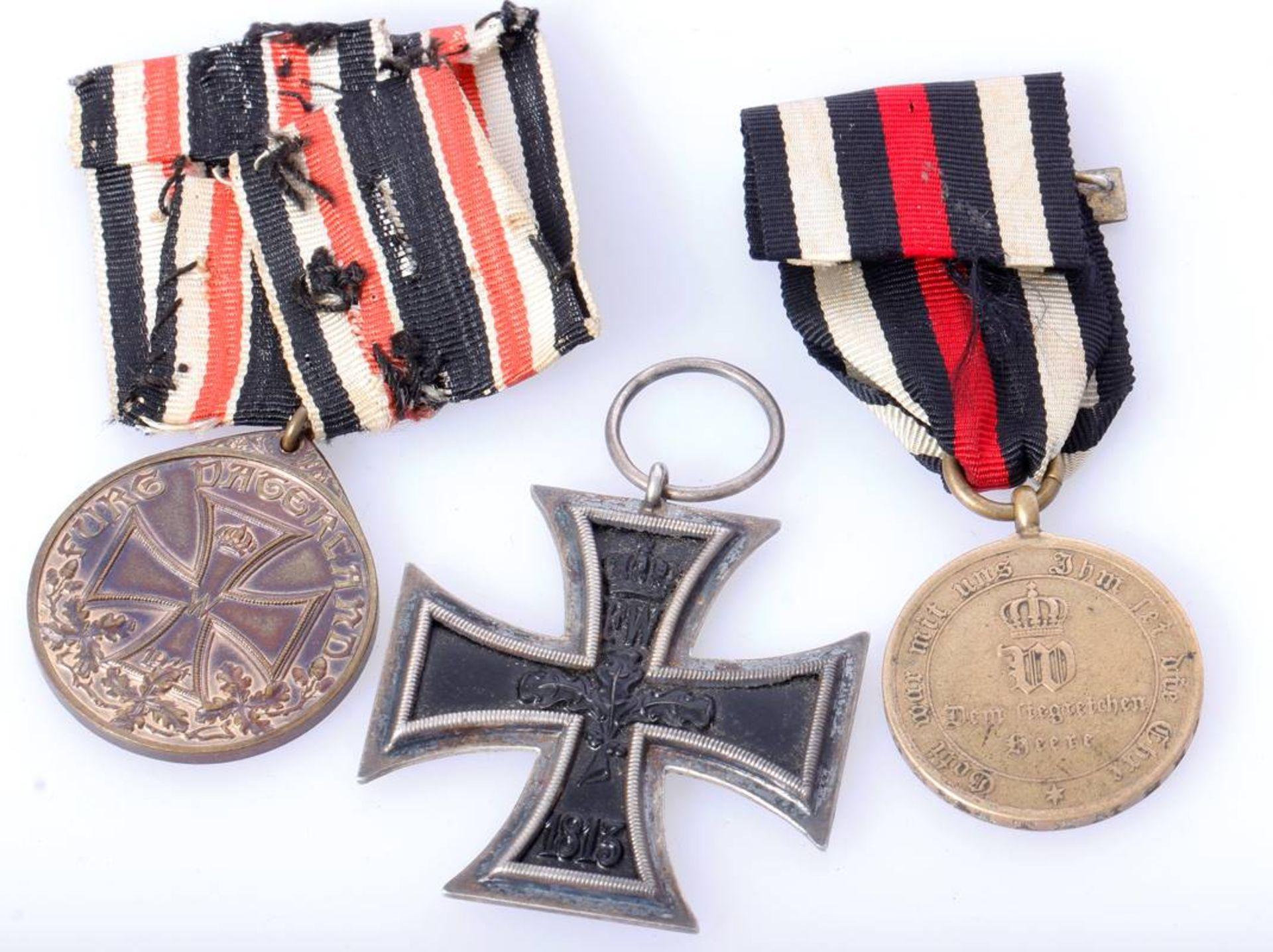 Posten 3 Abzeichen u.a. mit EK 2 1914Eisernes Kreuz 2. Klasse 1914 , Deutsche Ehrendenkmünze des - Bild 3 aus 3