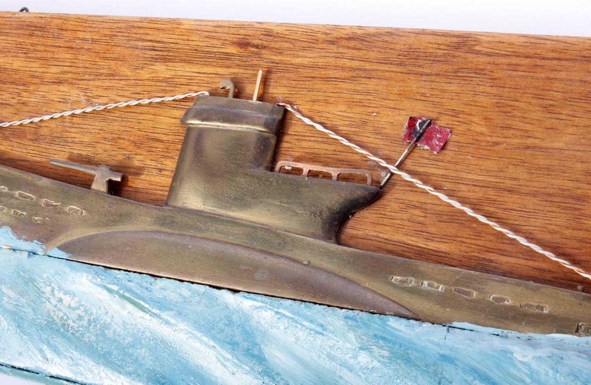 Kriegsmarine Uboot ReliefMessingrelief eine Ubootes Typ VII der Kriegsmarine, stilisiert durch - Bild 2 aus 5