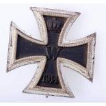 Eisernes Kreuz 1. Klasse 1914Kreuz an Nadel, Herstellerkennung 4 und L/16. Kernschwärzung komplett