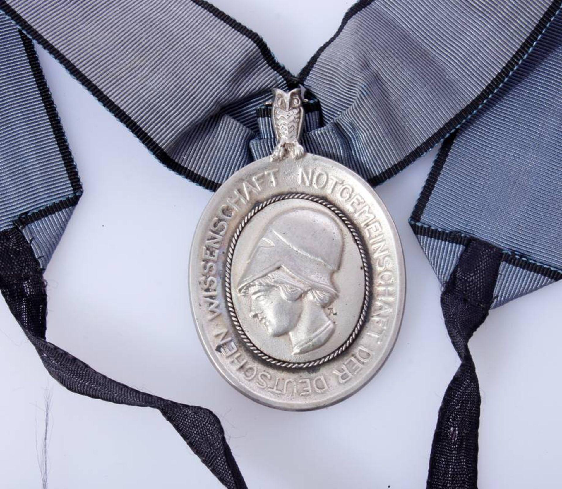 Verdienstmedaille der Notgemeinschaft Deutsche WissenschaftEine sehr seltene Auszeichnung aus der - Bild 2 aus 4