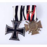 Ordensschnalle mit 2 AuszeichnungenEisernes Kreuz 2. Klasse 1914 mit Hersteller (unleserlich und