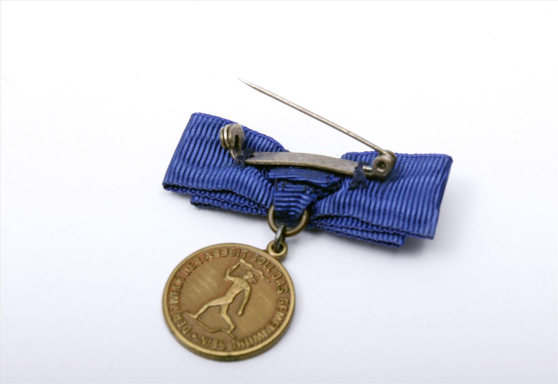 """Medaille """"Für Verdienste um die Technik""""Abzeichen mit Miniatur im Etui. Medaille Durchmesser 90 - Bild 7 aus 7"""