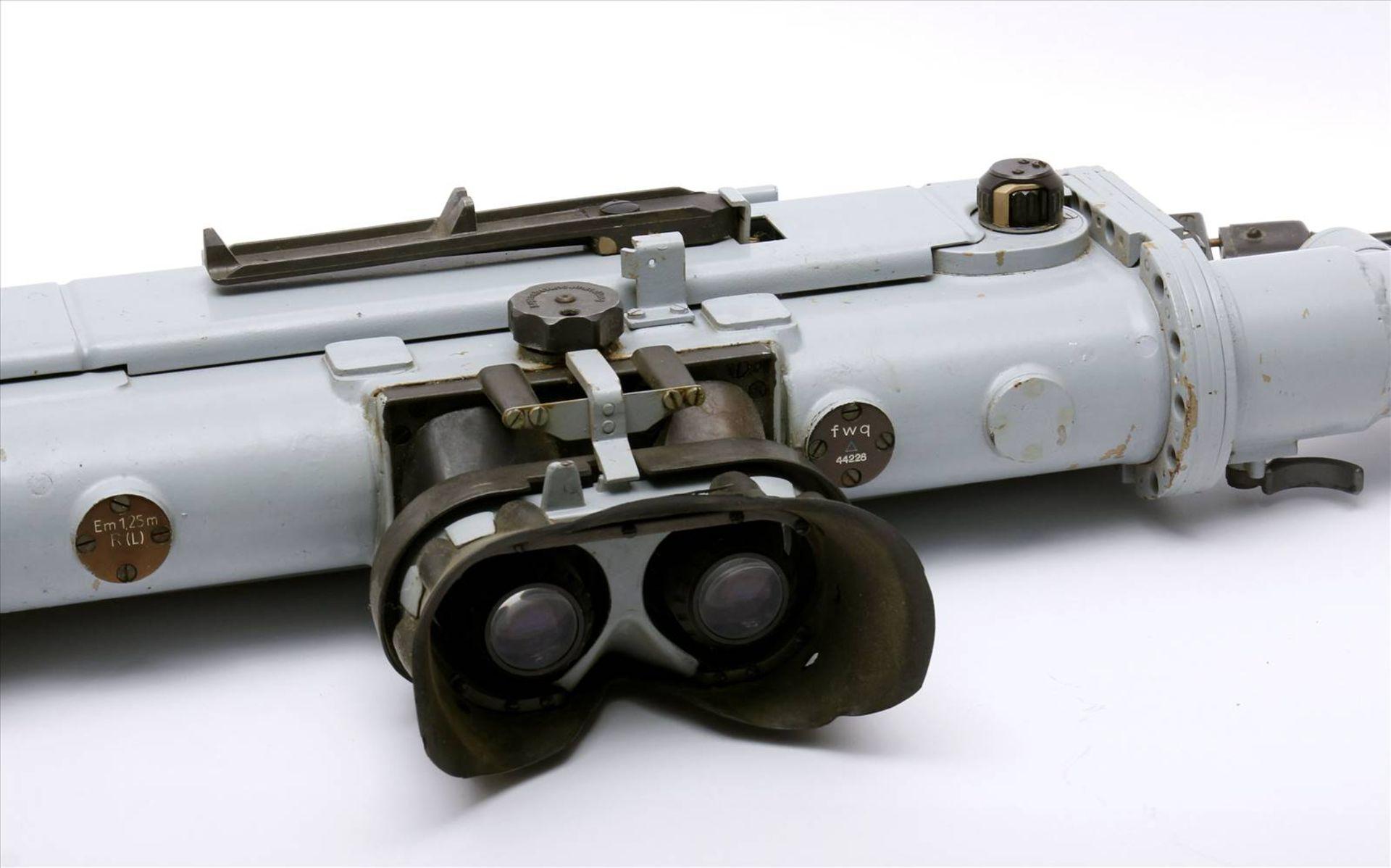 Entfernungsmesser WehrmachtEntfernungsmesser mit allen Teilen. Maße 1420 mm x 320 mm. - Bild 2 aus 3