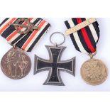 Posten 3 Abzeichen u.a. mit EK 2 1914Eisernes Kreuz 2. Klasse 1914 , Deutsche Ehrendenkmünze des