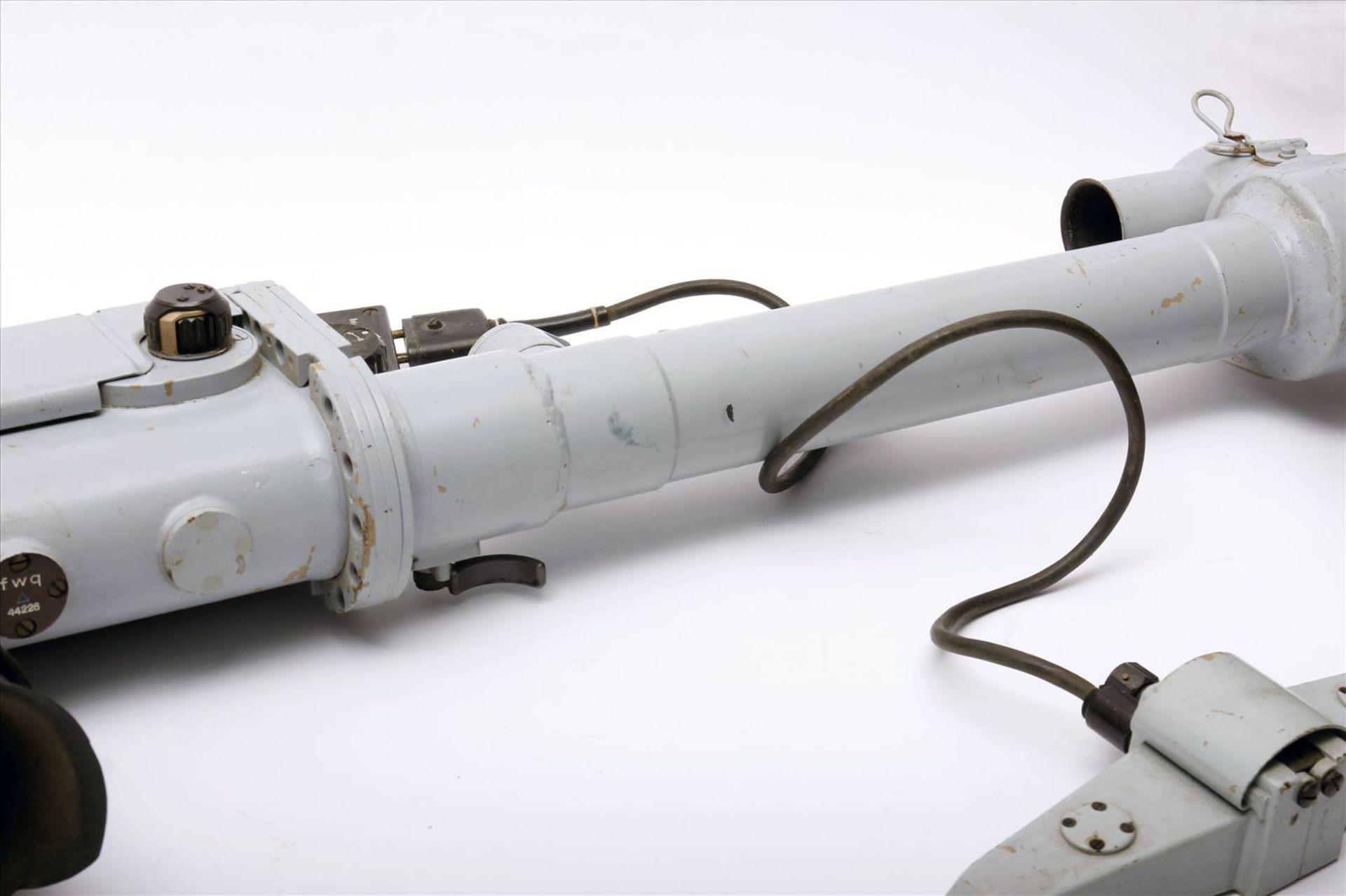 Entfernungsmesser WehrmachtEntfernungsmesser mit allen Teilen. Maße 1420 mm x 320 mm. - Bild 3 aus 3