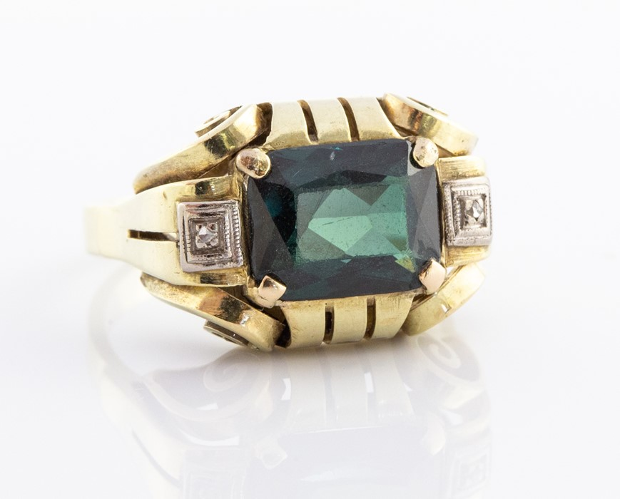 Lot 16 - Art deco style 14ct. yellow gold and green tourmaline dress ring, the openwork mount in the Art Deco