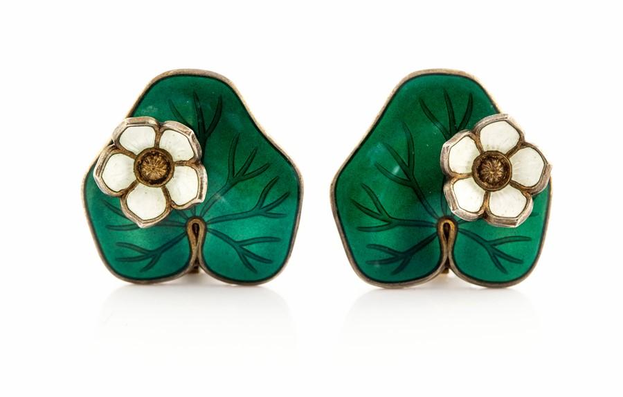 Lot 17 - David Andersen - a pair Norwegian silver and enamel lily pad earrings, approx 2.2cm wide, gross